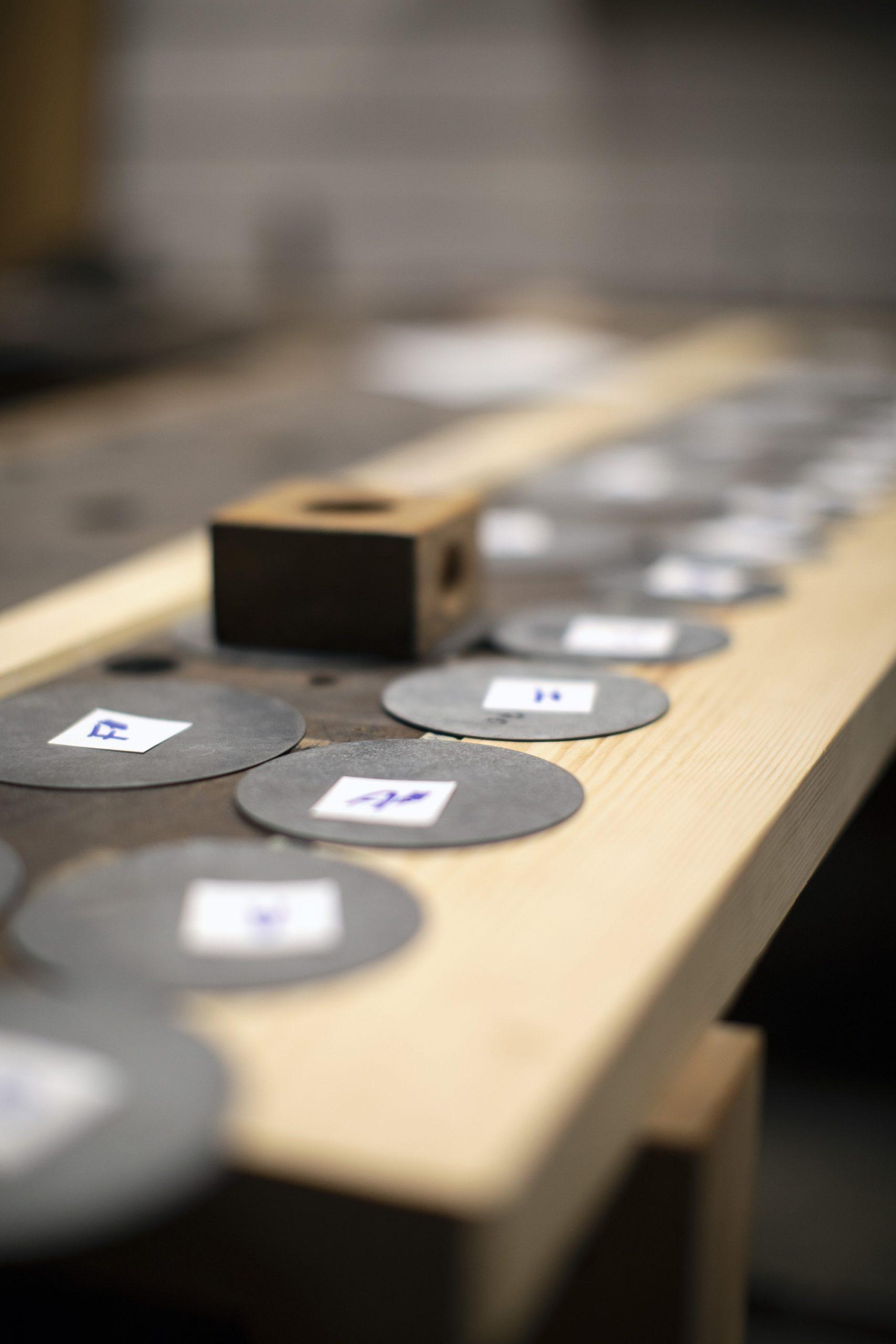 Toon stelplaatjes voor in de orgelpijpen.