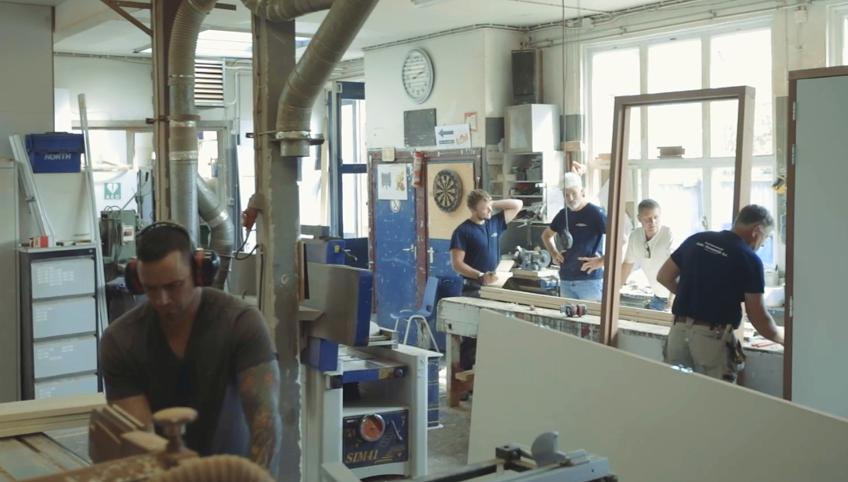 Werkplaats van Ouwendijk met timmermannen